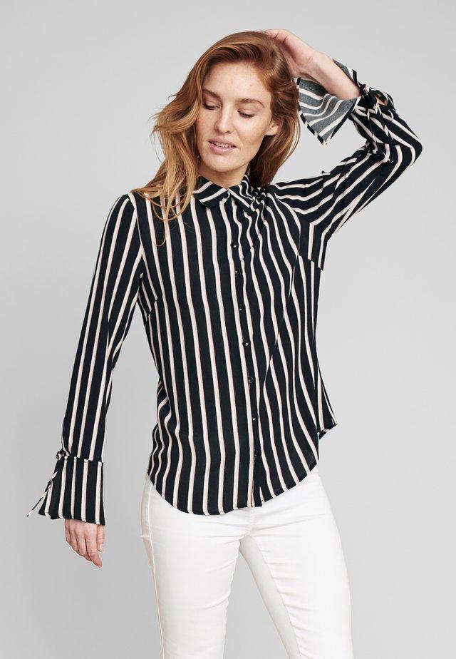MIT KLASSISCHEM HEMDKRAGEN - Button-down blouse - rose
