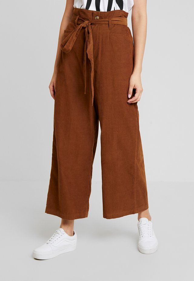 OTT TIE WIDE LEG PANT - Kangashousut - brown