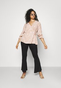 Forever New Curve - MARGOT CURVE PUFF SLEEVE WRAP - Blouse - natural mixed - 1