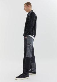 PULL&BEAR - MIT COLOUR-BLOCK - Straight leg -farkut - light grey - 3