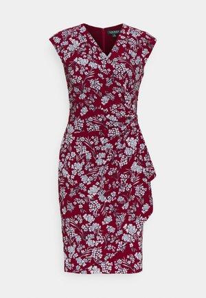PRINTED MATTE DRESS - Denní šaty - vibrant garnet
