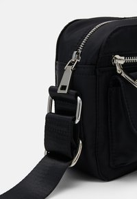 HVISK - HALLI - Across body bag - jet black - 3