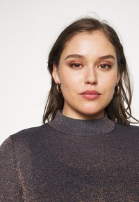 CAPSULE by Simply Be - CYBER FUNNEL NECK JUMPER - Svetr - navy/copper - 3