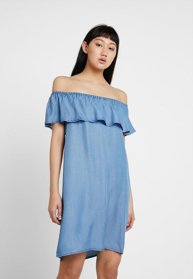 VMMIA FLOUNCE SUMMER DRESS - Denimové šaty - light blue denim