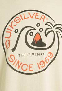 Quiksilver - INTO THE WIDE - Print T-shirt - antique white - 2