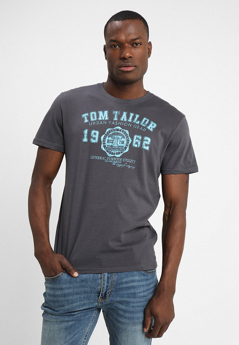 TOM TAILOR - LOGO TEE - Camiseta estampada - tarmac grey