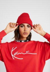 Karl Kani - SIGNATURE CREW - Sweatshirt - red/white/black - 4