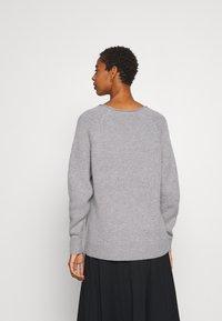 Selected Femme - V NECK - Strickpullover - light grey melange - 2