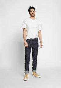 Lacoste - TH8602-00 - Print T-shirt - farine - 1