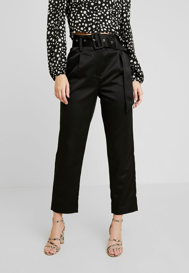 BELTED PEG TROUSER - Trousers - black