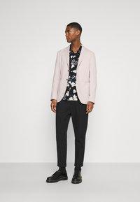 Selected Homme - SLHSLIM - Blazer jacket - sandshell - 1