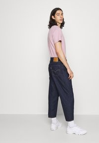 Levi's® - STAY LOOSE PLEATED CROP - Relaxed fit -farkut - dark indigo - 3