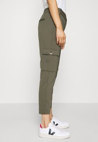 Freequent - FQNANNI ANKLE CAR - Trousers - olive - 4