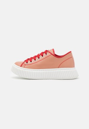 Trainers - red/black