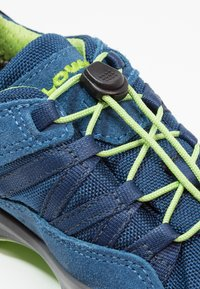 Lowa - ROBIN GTX LO - Hiking shoes - blau/limone - 5