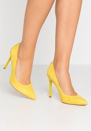 CREW - High heels - yello