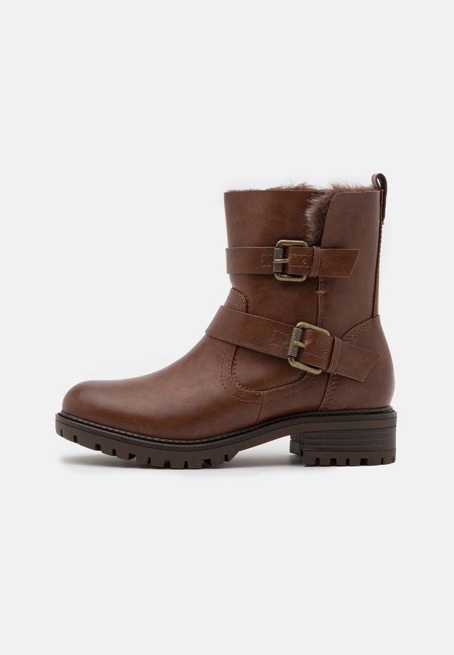 WIDE FIT ARUBABUCKLE BOOT - Stivaletti texani / biker - tan