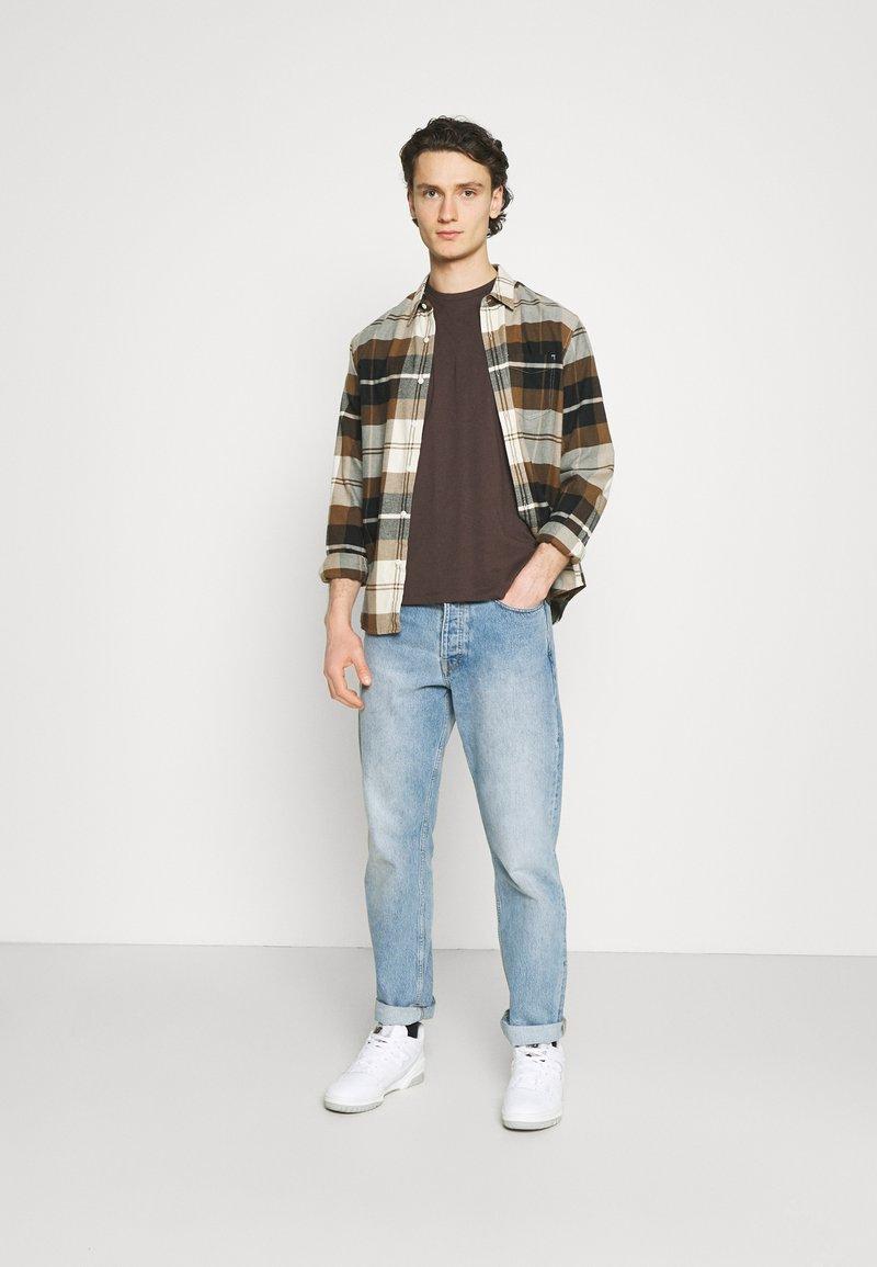 Burton Menswear London - 5 PACK - T-shirt - bas - khaki