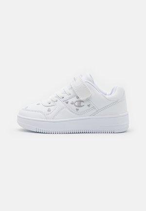LOW CUT SHOE REBOUND UNISEX - Chaussures de basket - white