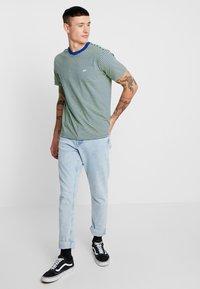 Obey Clothing - APEX TEE - T-shirt imprimé - surf blue/multi - 1