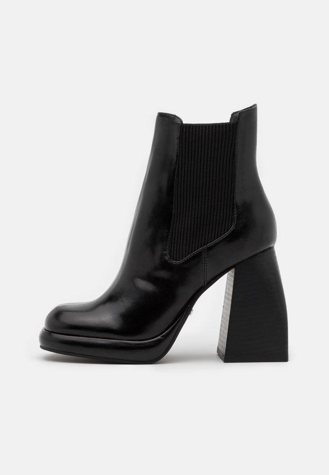 HARLEM PLATFORM CHELSEA BOOT - Kotníkové boty na platformě - black