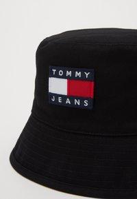 Tommy Jeans - HERITAGE BUCKET - Sombrero - black - 2