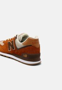 New Balance - 574 UNISEX - Sneakersy niskie - canyon - 4