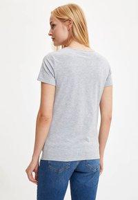 DeFacto - Print T-shirt - grey - 1
