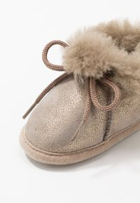 Bergstein - BAMBI LUX - First shoes - taupe/gold - 2
