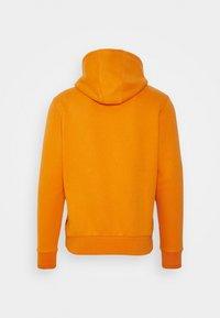 Calvin Klein - GRAPHIC EMBROIDERY HOODIE - Felpa con cappuccio - orange thunder - 1
