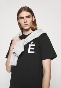 Études - PATCH UNISEX - T-shirt con stampa - black - 3