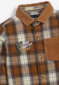 Next - CHECK BADGE  - Shirt - brown - 2