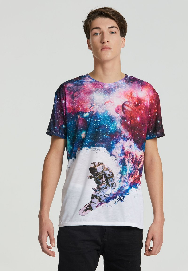 Mr. GUGU & Miss GO - SURFING COSMONAUT - Print T-shirt - white