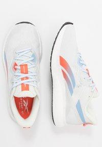 Reebok - FOREVER FLOATRIDE ENERGY 2 - Neutrální běžecké boty - true grey/white/vivid orange - 1