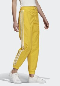 adidas Originals - PAOLINA RUSSO - Teplákové kalhoty - active gold - 2