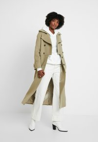 IVY & OAK - Trenchcoat - frosty sage - 1