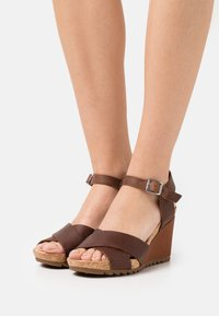 Clarks - FLEX SUN - Wedge sandals - tan - 0