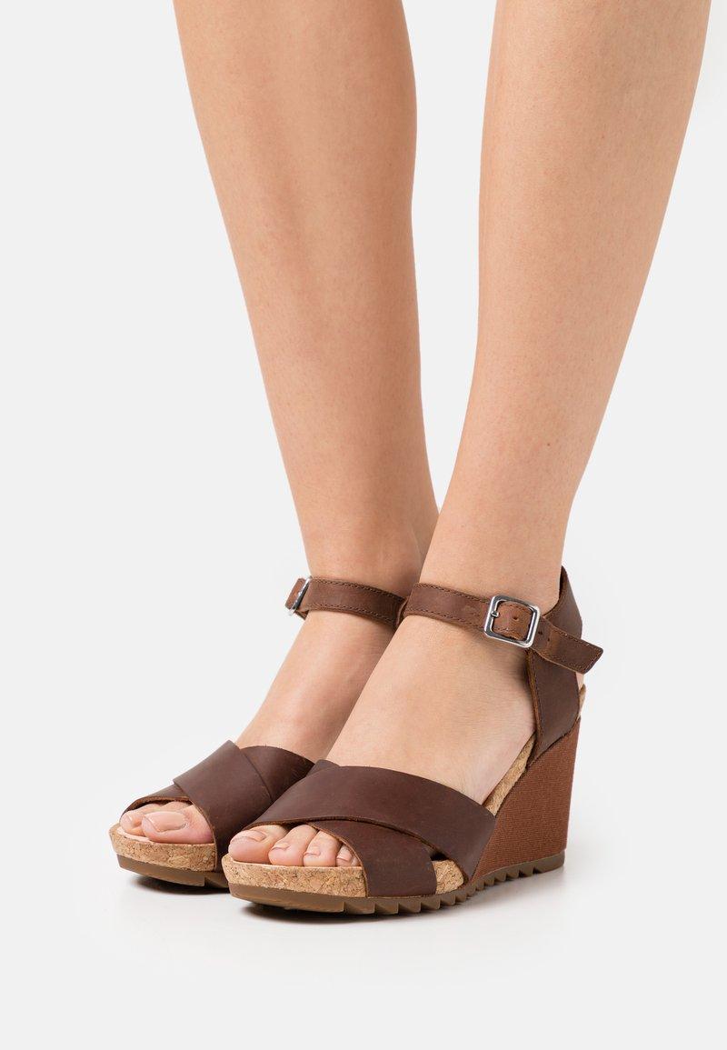 Clarks - FLEX SUN - Wedge sandals - tan