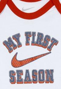 Nike Sportswear - VERBIAGE SET BABY 3 PACK - Geboortegeschenk - white - 5