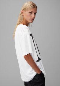Marc O'Polo - Print T-shirt - white - 4