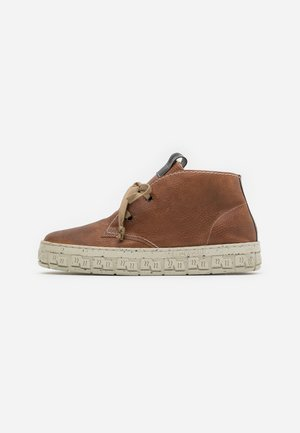 CHECK - High-top trainers - cognac