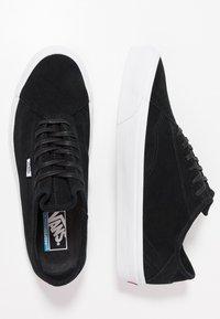 Vans - DIAMO NI - Trainers - black/true white - 1