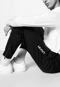 HUGO - DUROS - Träningsbyxor - black - 4