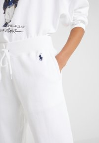 Polo Ralph Lauren - SEASONAL - Spodnie treningowe - white - 3