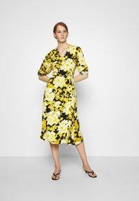 Soft Rebels - SRROSANNA MIDI DRESS - Day dress - yellow - 1