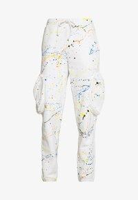 CUFFED JOGGER WITH SLOUCHY POCKETS - Teplákové kalhoty - off-white