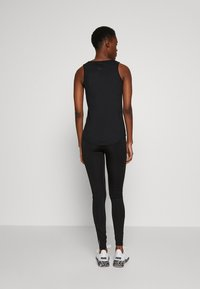 ONLY PLAY Tall - ONPPERFORMANCE TRAINING TIGHTS - Leggings - Trousers - black/red - 2