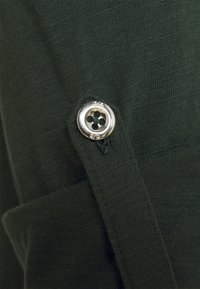Q/S designed by - Maglietta a manica lunga - dark green - 2