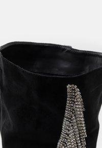 BEBO - LEOMIE - Kozačky na vysokém podpatku - black - 5