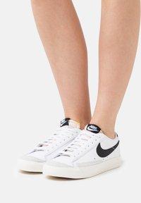 Nike Sportswear - BLAZER '77 - Trainers - white/black - 3